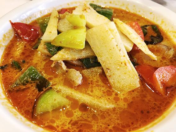 restaurant Lao Viet Paris 13e, soupe de poulet à la citronelle.